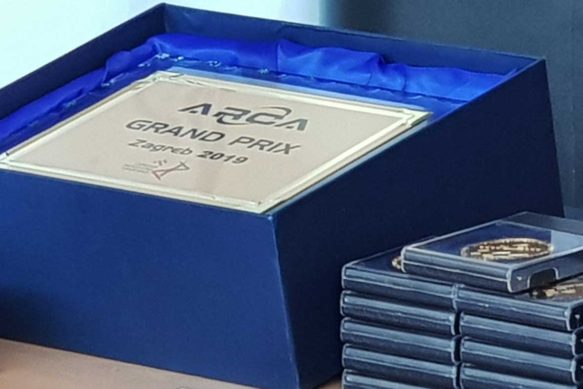 جوایز ویژه برای ارائه به مخترعین و طرحهای برگزیده