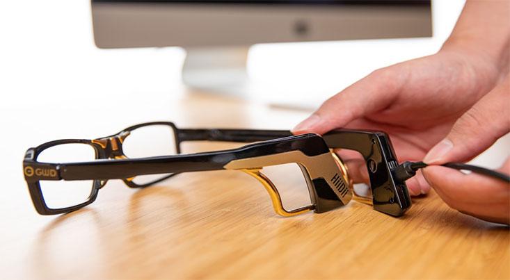 عینکی که با رایانه ارتباط برقرار می کند