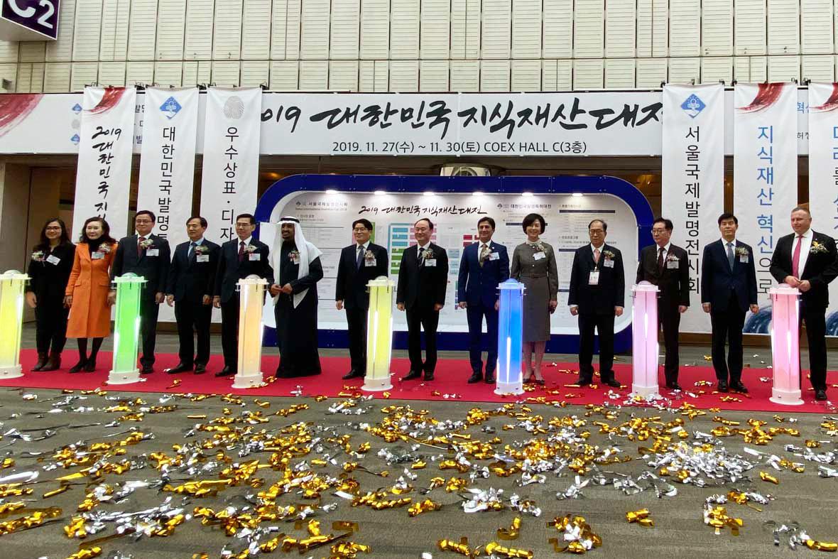 مراسم افتتاحیه رسمی نمایشگاه توسط مسئولین و مقامات