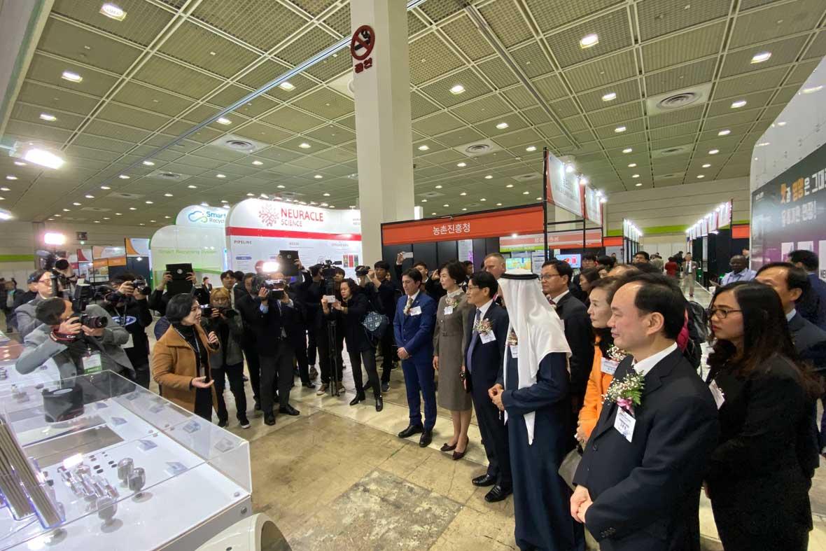 بازدید رسمی از نمایشگاه توسط مسئولین و مقامات