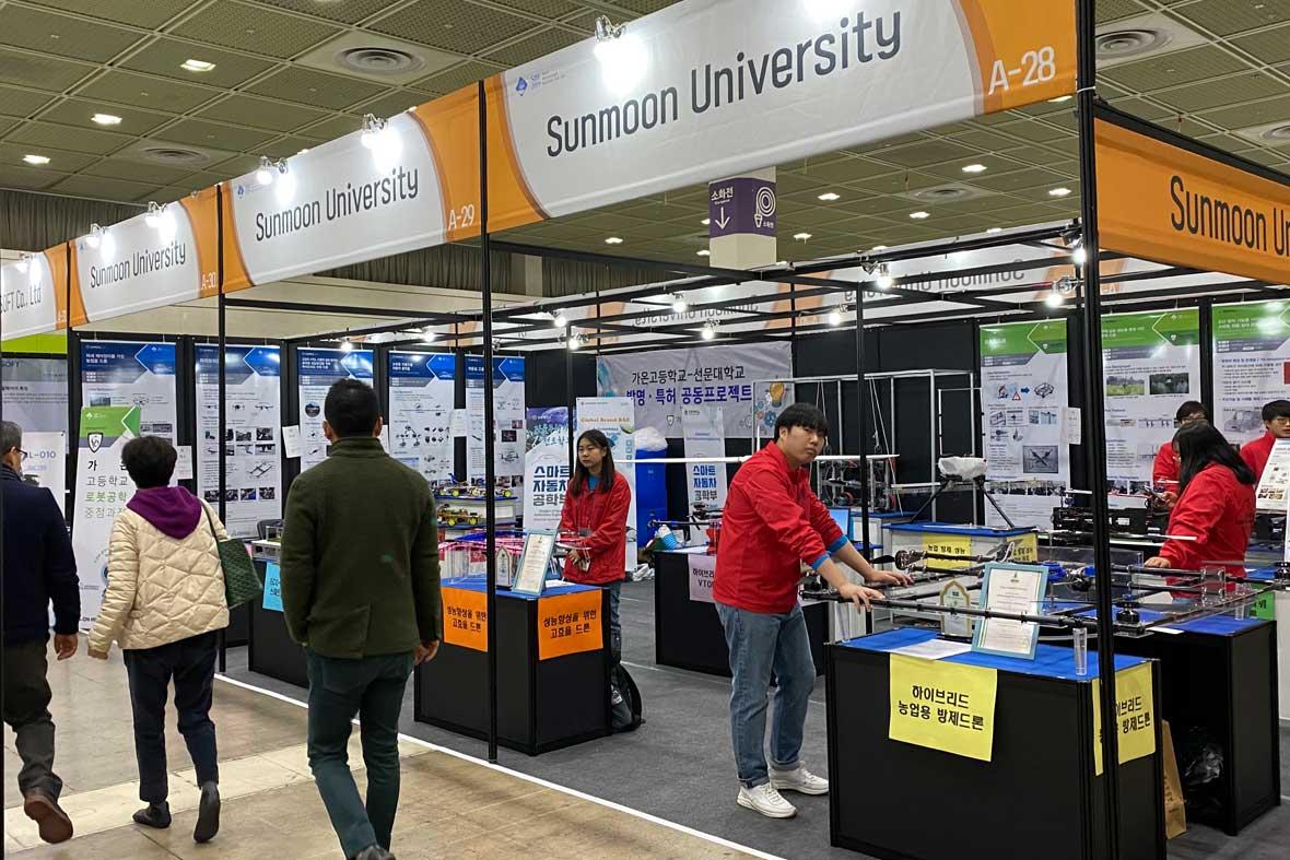 مخترعان بخش دانشگاهی شرکت کننده در نمایشگاه کره جنوبی