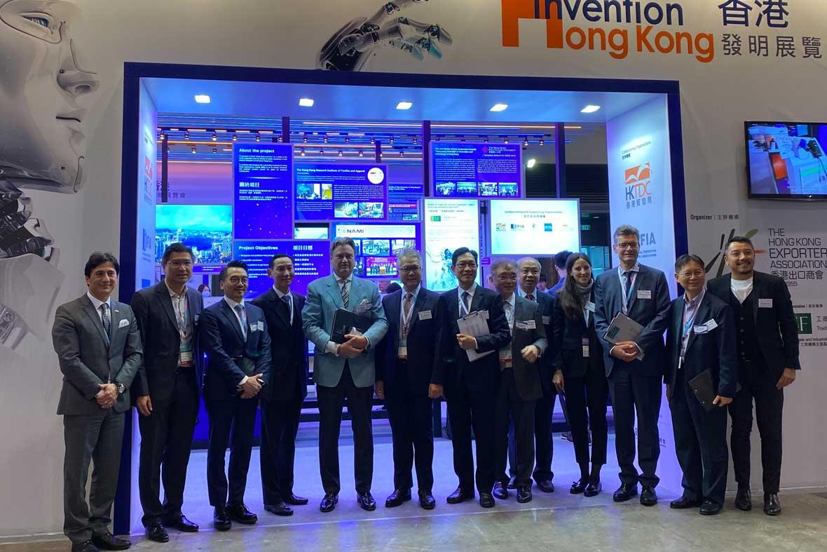 عکس گروهی از مسئولین و مقامات اجرایی جشنواره هنگ کنگ