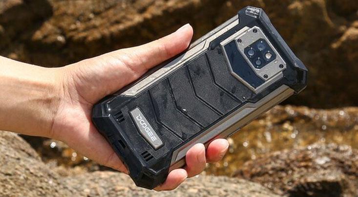موبایل جان سخت با باتری ۱۰ هزار میلی آمپری ساخته شد