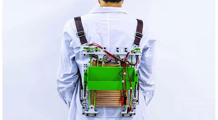 کوله پشتی سبکی که برق تولید میکند